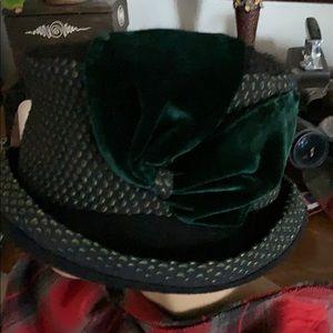 Green velvet amariella hat so cute in so warm